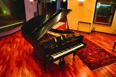 5.-Piano-Room